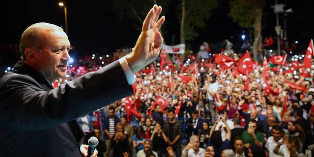 """La """"purge"""" prend des proportions dantesques en Turquie : 35.000 personnes arrêtées ou limogées - La Libre"""