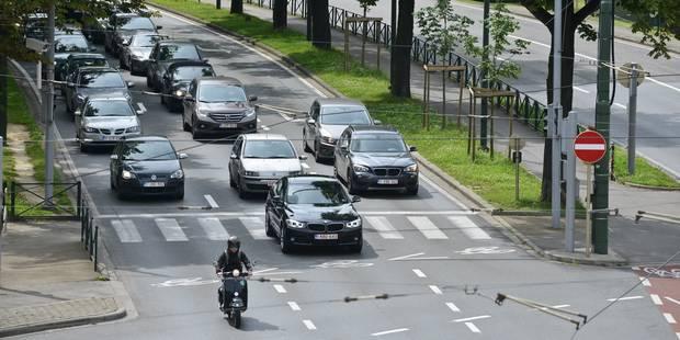 """Plainte à Bruxelles pour exiger """"des mesures concrètes"""" contre la pollution automobile - La Libre"""