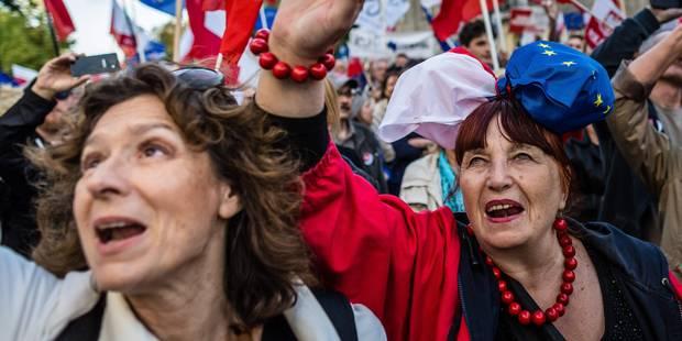 Pologne: 30.000 manifestants contre le gouvernement à Varsovie - La Libre