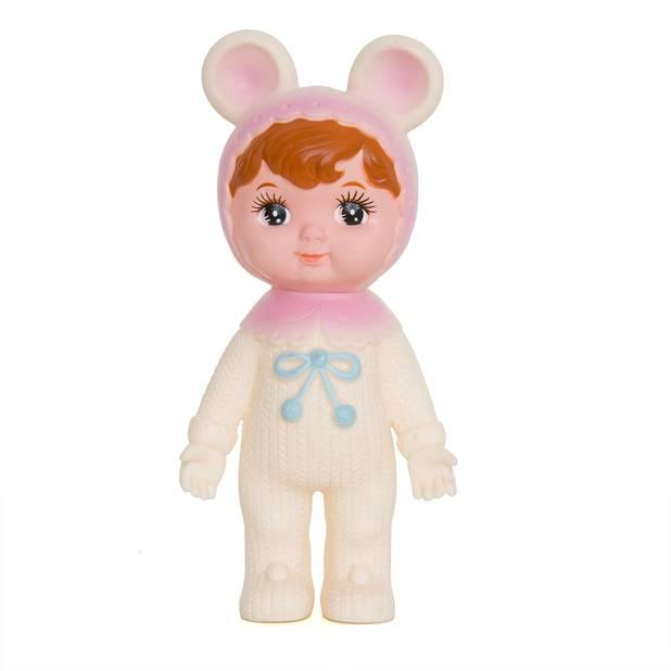 """Le succès du vintage ne tarit pas. Les """"Woodland Dolls"""" poupées rétro aux yeux ronds et joues rosées créées dans les 70's au Japon éditées par   """"Lapin & Me"""" attirent autant les petits que les grands enfants  (21 euros, chez Wild Kid)."""