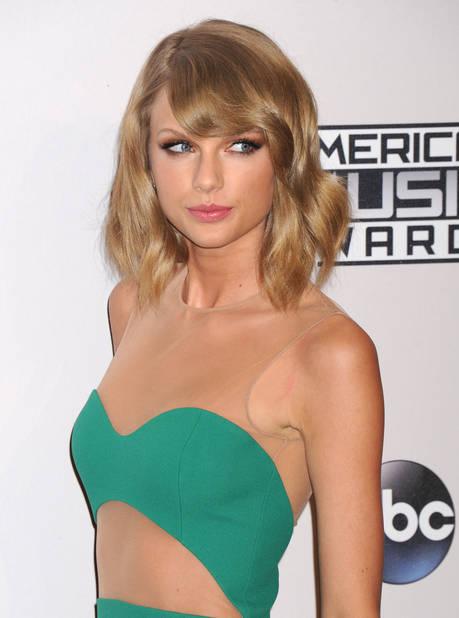 Novembre 2014, aux fameux American Music Awards, elle n'a plus rien à voir avec ses apparitions d'avant !