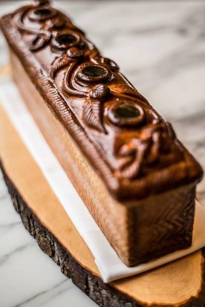 Sorti du four, une merveille : le pâté en croûte de Karen Torosyan.