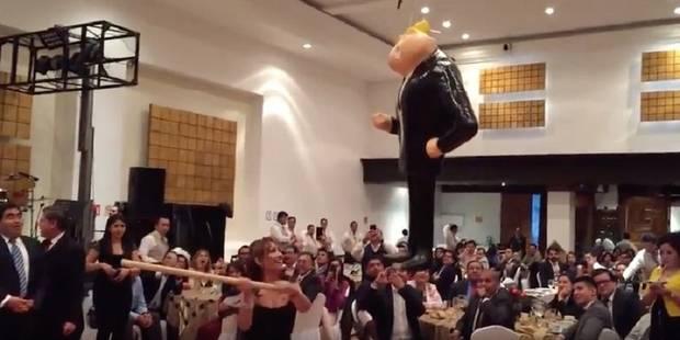 Mexique: des sénateurs rouent de coups une effigie de Trump - La Libre