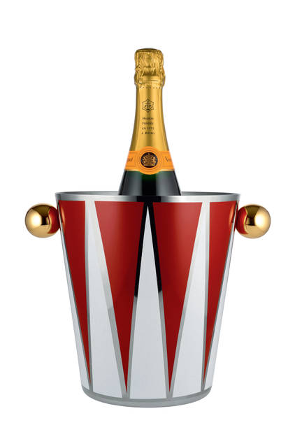 """Parce qu'il se peut que le seau à champagne soit l'objet le plus au centre de l'attention un soir de réveillon, optons pour une pièce surprenante et originale, comme ce modèle issu de la collection """"Circus"""" créée par Marcel Wanders pour Alessi.  215 € – www.alessi.com"""