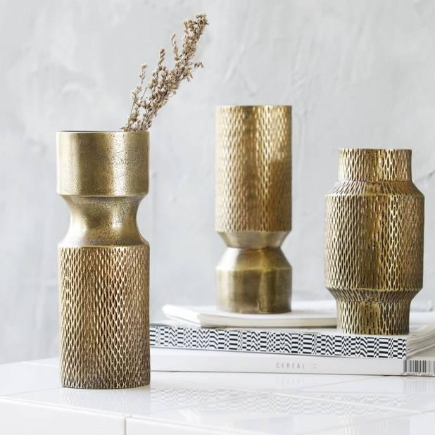 Vases dorés de la marque danoise House Doctor. 33 euros le vase, à shopper sur thevangifts.com