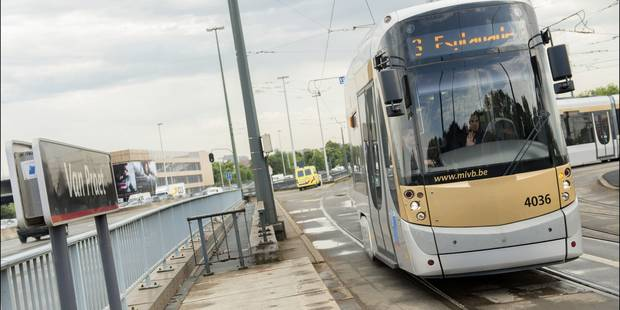 Bruxelles: un chauffeur de camionnette blessé après un accident avec un tram - La Libre