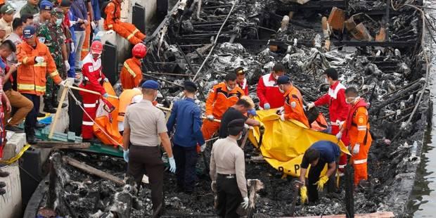 Incendie à bord d'un bateau en Indonésie: 23 morts, 17 disparus - La Libre