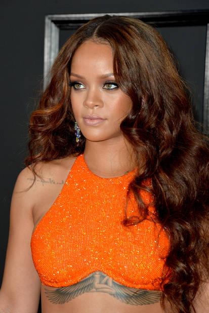 Rihanna dans un petit top de plage ? Détrompez-vous et regardez la suite...