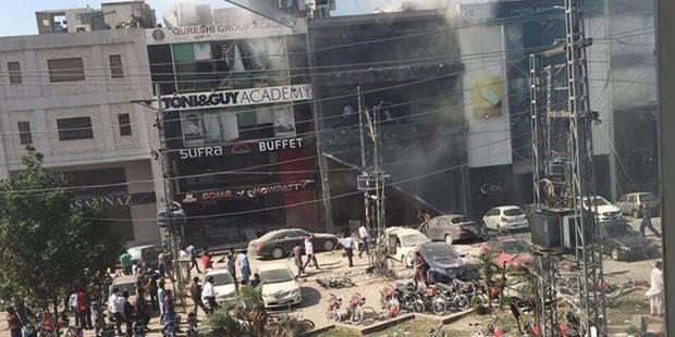 Pakistan: Une bombe tue au moins cinq personnes à Lahore - La Libre