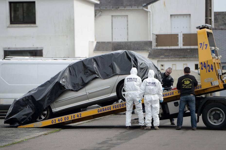 2 mars 2016: la voiture du fils Sébastien, recherché depuis deux semaines, est retrouvée sur le parking d'une église à Saint-Nazaire, à 60km du domicile familial