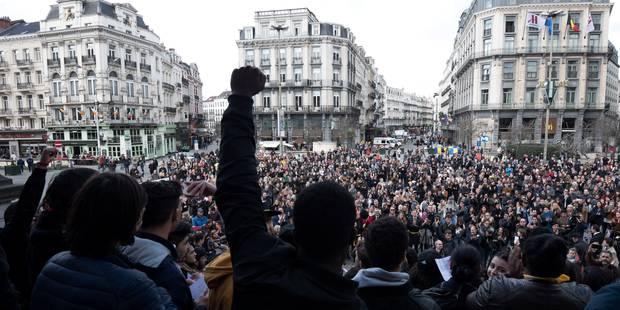Attentats de Bruxelles: 600 personnes assistent à la veillée à la cathédrale Saints Michel et Gudule - La Libre