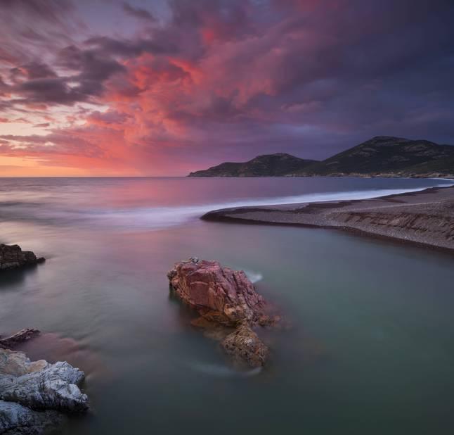 Le soleil se lève depuis le Boca Bassa (122m) c'est magnifique...