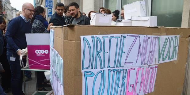 Des manifestants réclament la suppression du centre interfédéral Unia - La Libre