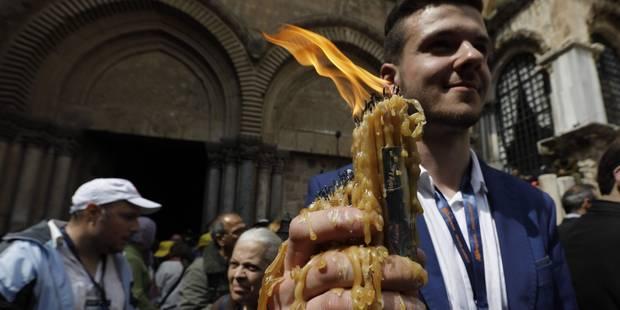 """Jérusalem: Les chrétiens orthodoxes célèbrent le """"feu sacré"""" pascal - La Libre"""