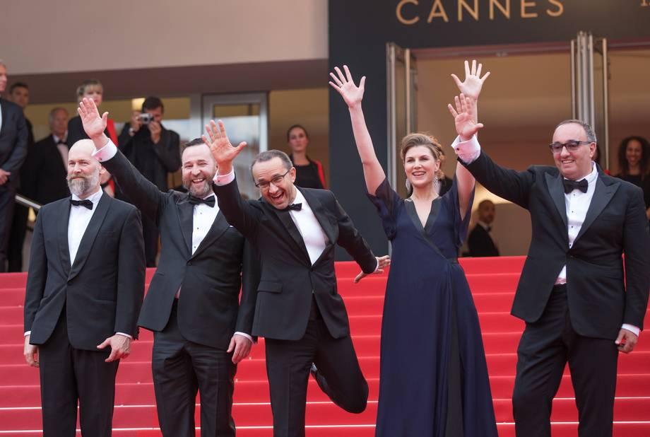 Petit moment de bonheur pour les acteurs et le réalisateur du film Loveless.