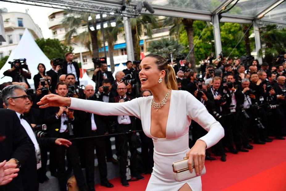 Le mannequin Petra Nemkova a reconnu quelqu'un dans la foule, mais qui ?