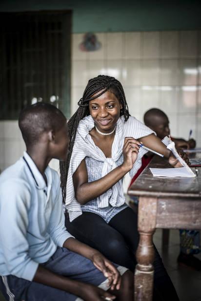 Programme de Cours accélérés de Cachi, avec l'athénée Alfred Verwée et Via Don Bosco.  Tabita, qui fait sciences fortes à Verwée ne sèche pas pour répondre aux questions.