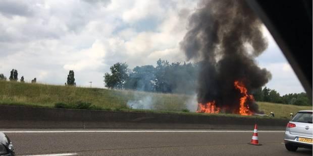 Le ring extérieur de Bruxelles paralysé: un bus en feu et plusieurs accidents - La Libre