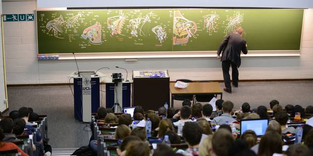 Futurs étudiants en médecine, ne vous y prenez pas à la dernière minute pour vous inscrire à l'examen d'entrée - La Libr...