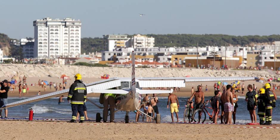 Portugal : l'atterrissage d'un avion sur une plage bondée fait deux morts