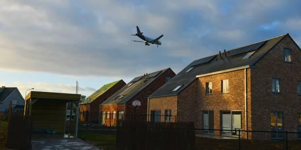 """Nuisances des avions : Woluwe-Saint-Lambert réclame un sonomètre supplémentaire sur la route du """"virage à gauche"""" - La L..."""