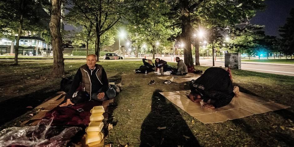Les bienfaiteurs du parc Maximilien viennent au secours des migrants (Reportage) - La Libre