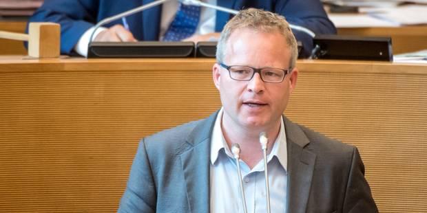 Ecolo dénonce la proximité du monde politique avec celui des fausses universités - La Libre