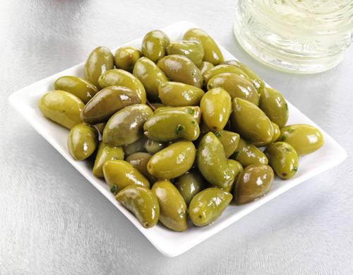 La Luque du Languedoc-Roussillon: une olive allongée aux extrémités pointues, croquante, douce et juteuse à la fois. C'est l'une des olives les plus raffinées qu'on puisse trouver en France. Elle peut être utilisée pour l'apéritif et pour une huile d'olives de haute qualité.