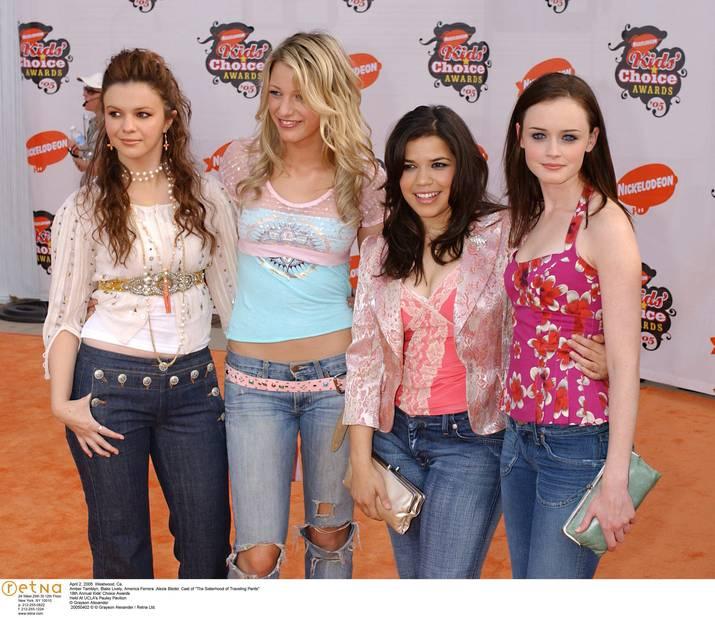 2005. Blake Lively a 17 ans et est au casting du film  Quatre filles et un pantalon. Elle porte pour l'occasion un pantalon troué du plus mauvais goût.