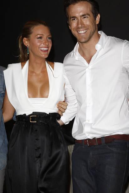 Black & white en accord parfait avec Ryan Reynolds, qui, en 2010, n'est encore que l'un de ses partenaires de jeu... Il deviendra son compagnon en 2011.