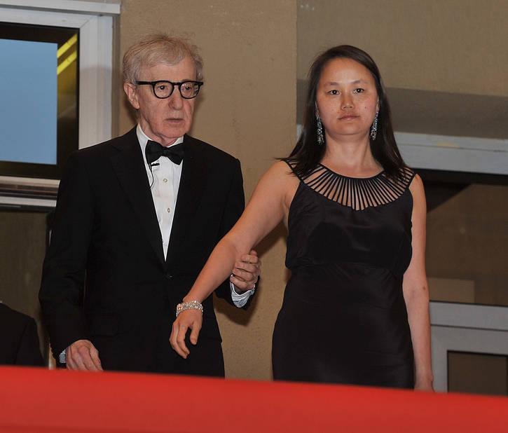 Avec son épouse actuelle, Soon-Yi Previn.
