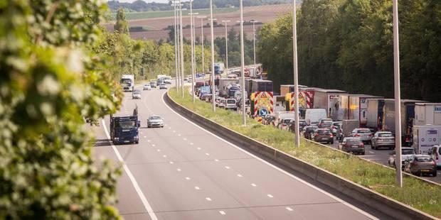 Circulation perturbée dans les deux sens sur la E42 Tournai-Mons après un accident - La Libre