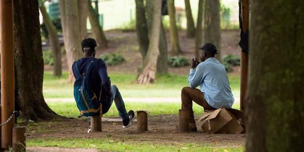 """Le MOC demande l'arrêt immédiat des """"rafles de migrants"""" au Parc Maximilien - La Libre"""