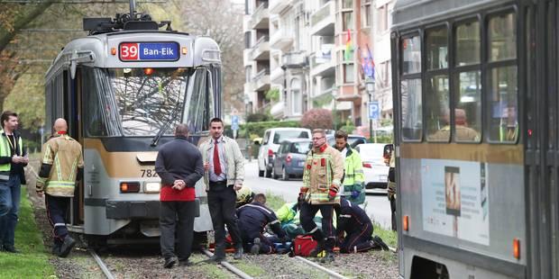 Woluwe-Saint-Pierre: une personne heurtée par un tram de la Stib - La Libre
