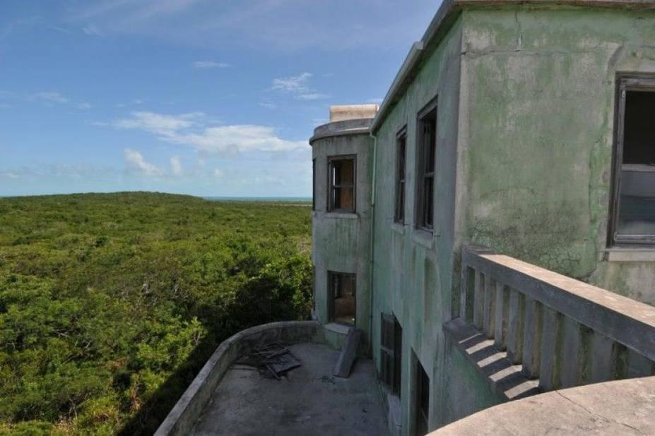 Abandonnée depuis longtemps, son terrain de 554 acres et ses panoramas sublimes valent 39 millions de dollars, oui quand même...
