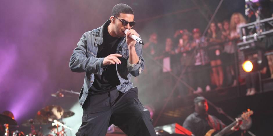 Drake défend des fans harcelées en plein concert