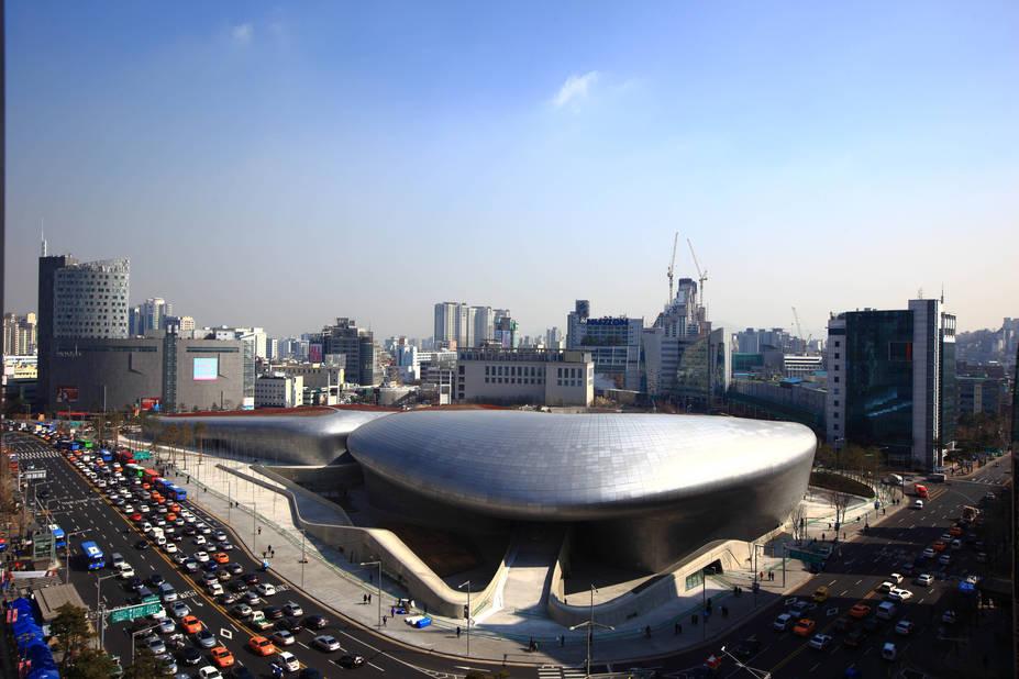 Le bâtiment extraordinaire où a lieu l'exposition Coats!
