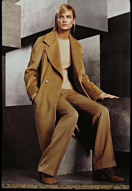 Steve Meisel shoote la collection 99/2000 avec le top model Carolyn Murphy
