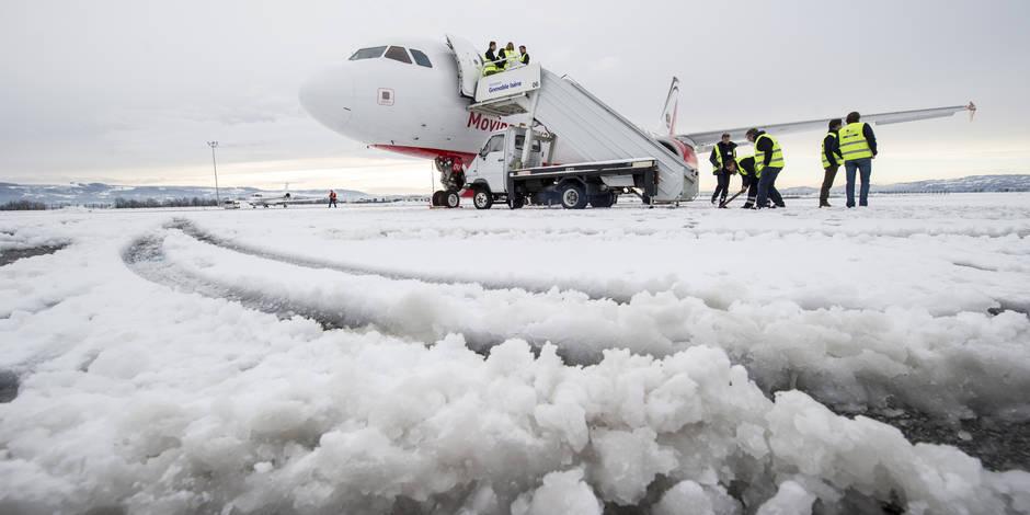 L'aéroport de Bruxelles bloqué par la neige