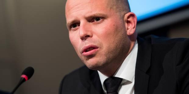 La législation sur les expulsions de Theo Francken reçoit un feu vert - La Libre