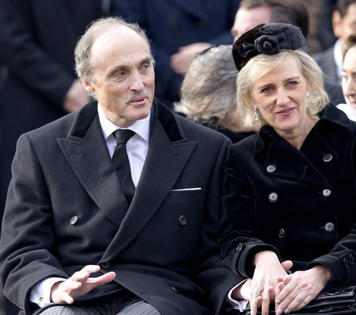Le couple princier belge se réchauffe et s'épaule.
