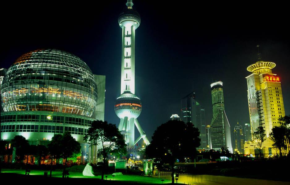 Chine. Un incontournable : La gigantesque Tour de Shangai possède   la terrasse panoramique la plus élevée du monde
