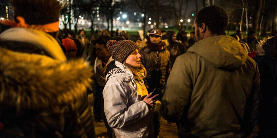 """Adriana, le visage du parc Maximilien : """"La solidarité est aussi naturelle que la peur"""" - La Libre"""