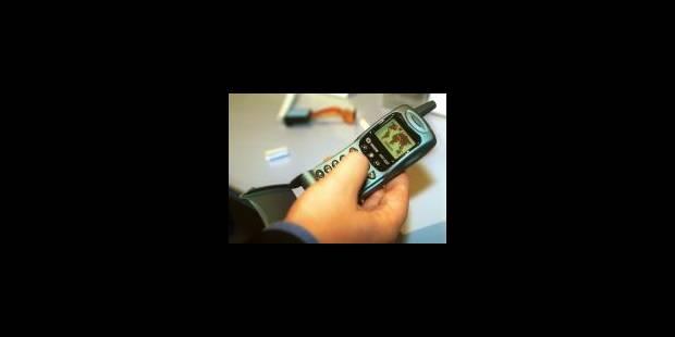La moitié des possesseurs de GSM accros aux SMS - La Libre