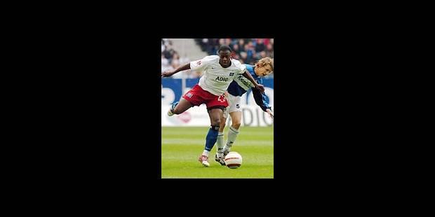 Emile Mpenza à nouveau disponible - La Libre