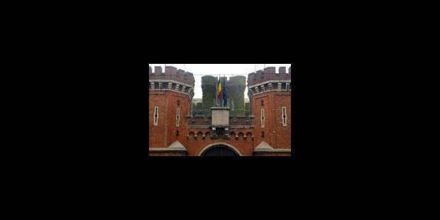 71 grévistes de la faim du Petit Château évacués - La Libre