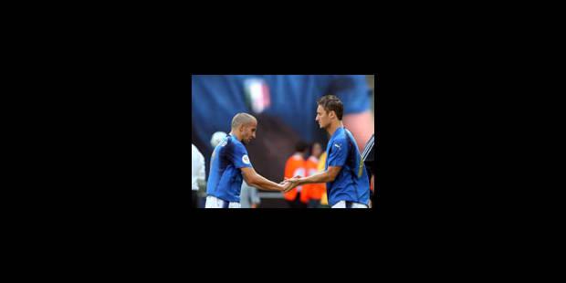 Un penalty généreux qualifie l'Italie - La Libre