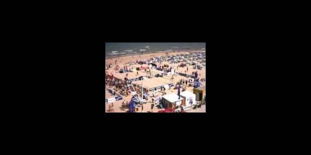 Le soleil attire les touristes à la mer - La Libre