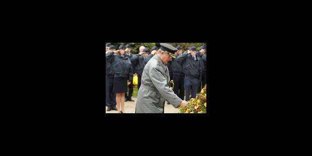 Le Roi rend hommage aux victimes des deux guerres - La Libre