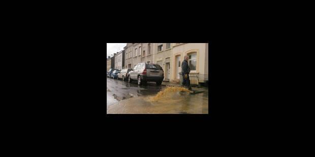 Caves inondées et routes barrées - La Libre